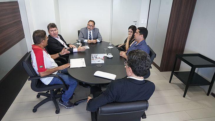 Reunião entre representantes do TRT, MPT, Sinttro e Veleiro aconteceu na manhã desta quarta