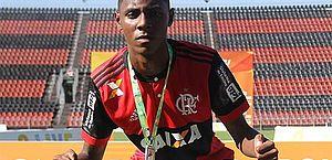 Atleta do Flamengo que teve 30% do corpo queimado está sem oxigênio complementar