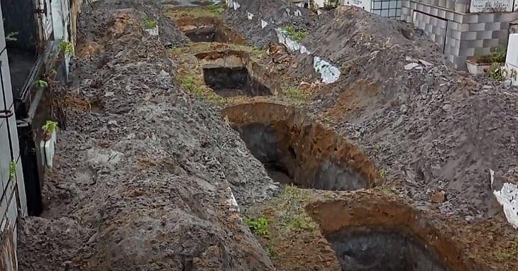 Covas foram abertas em corredor do Cemitério da Piedade, em Maceió