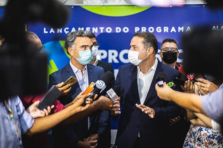 Governador Renan Filho e secretário de Educação, Rafael Brito, concedem entrevista após solenidade de lançamento do programa Professor Mentor – Meu Projeto de Vida, nessa segunda (4), em Maceió
