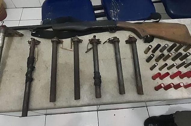 Polícia encontra nove armas e munições escondidas em sítio, no Benedito Bentes