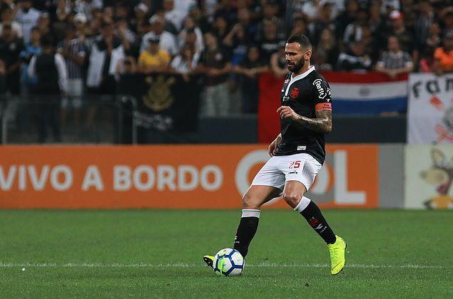 Com o interesse do Corinthians, Vasco corre para renovar o contrato de Castán