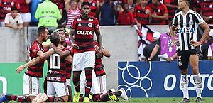 César pega pênalti de Gabigol e Flamengo vence Santos pelo Brasileirão