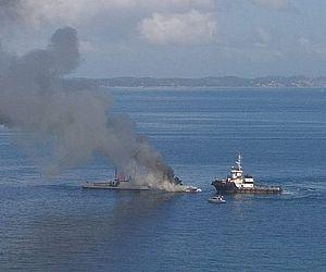Embarcação com dois passageiros a bordo pega fogo na Bahia
