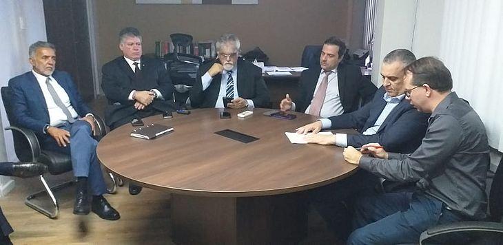 Defensoria pública estadual e Ministério Público Estadual se reúnem para traças próximos passos em relação aos problemas do Pinheiro e região.