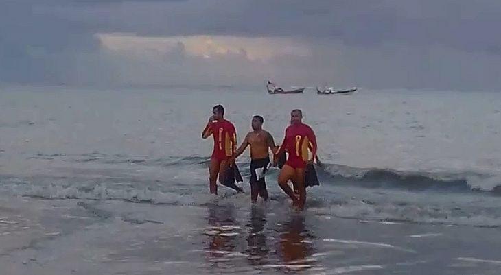 Suspeito foi resgatado por bombeiros