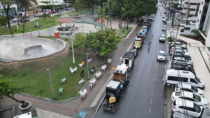 Limite no local é de 12 carrinhos, no entanto, há 26
