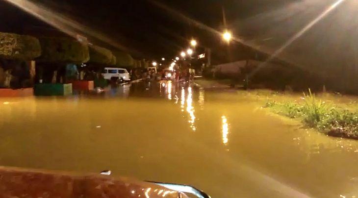 Rio Jacuípe transbordou ontem à noite