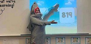 Vídeo: professora viraliza ao se vestir de tubarão para ensinar matemática