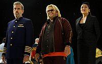 Viagem espacial que dá errado desperta o pior dos personagens em 'Avenue 5'