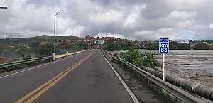 Ponte sobre o Rio Camoxinga, em Santana do Ipanema, segue interditada