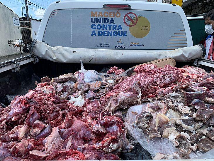 A Vigilância Sanitária apreendeu 1.200kg de alimentos impróprios para consumo no final de semana