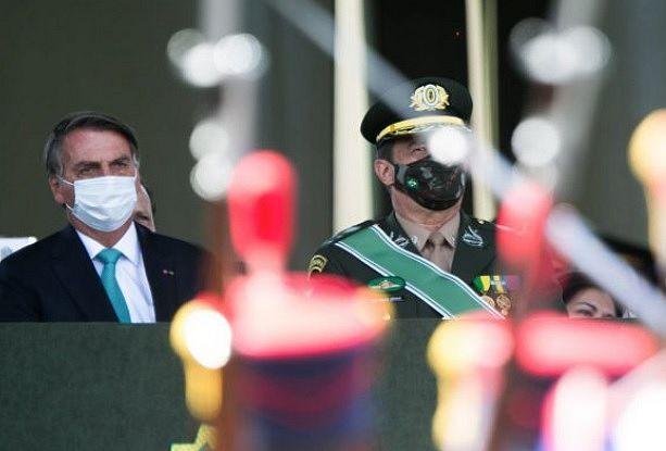 Cerimônia contou com a presença de Jair Bolsonaro, Mourão e outras autoridades, mas nenhum representante do Judiciário
