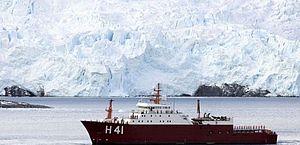 Navio brasileiro encontra destroços de avião militar chileno
