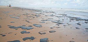 Três navios são suspeitos por manchas de óleo no Nordeste em 2019, diz Marinha