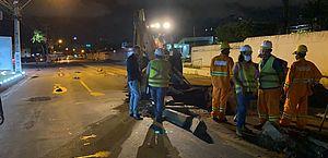 Obras de esgotamento sanitário interditam totalmente a Av. Gustavo Paiva no turno da noite