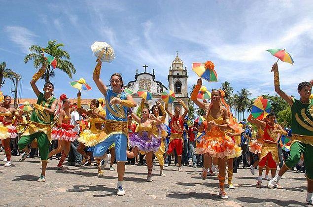 Veja as dicas para o garantir o bem-estar e a saúde das crianças no Carnaval