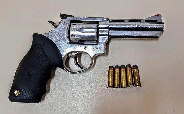 Revólver calibre 38 foi apreendido com suspeito na Chã do Pilar