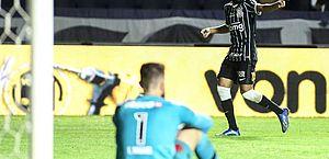 Corinthians vence Vasco, complica rival e mantém invencibilidade de 10 anos