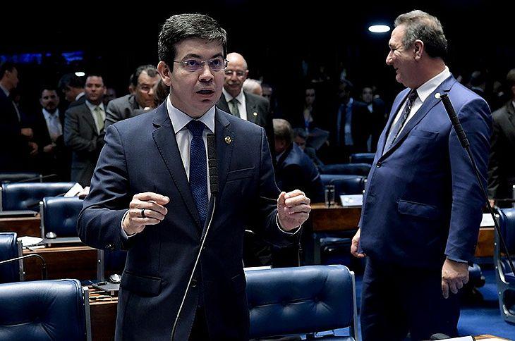 Senador Randolfe Rodrigues apresentou, junto com o colega de partido Fabiano Contarato, projeto de decreto legislativo e ação junto ao STF para que decreto presidencial seja considerada inconstitucional.