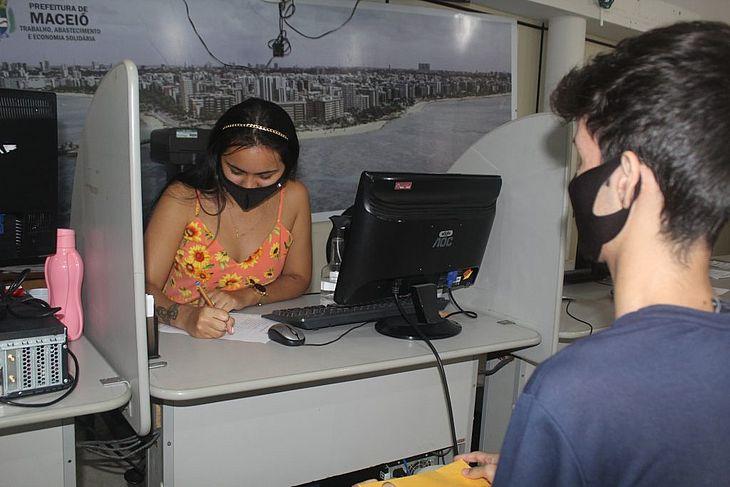 Vendedora, recepcionista e mecânico são algumas das vagas ofertadas