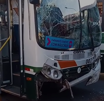 Ônibus fazia a linha Cruzeiro do Sul / Ponta Verde