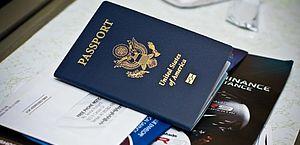 """""""Gênero X"""": EUA emite primeiro passaporte para não binários"""