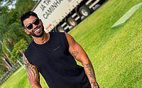 Após reclamar de falta de cerveja, Gusttavo Lima ganha estoque de 6 meses da bebida