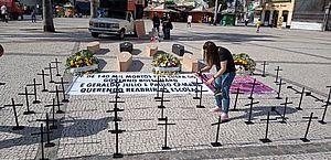 Professores repudiam reabertura das escolas em ato simbólico no Recife