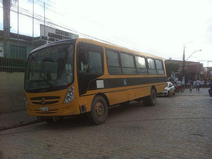 Ônibus estava em movimento no momento em que a peça de ferro se soltou