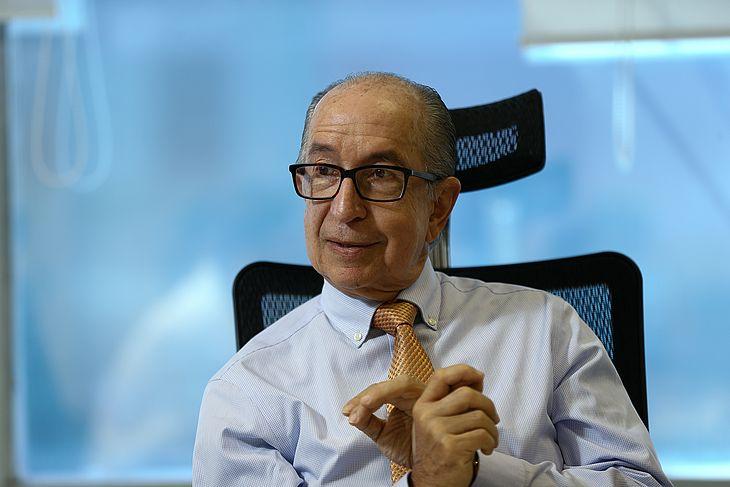 O secretário da Receita Federal, Marcos Cintra, durante entrevista em seu gabinete em Brasília (DF)