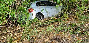 Pista molhada e suja de barro causa acidente na rodovia AL-105, em São Luiz do Quitunde