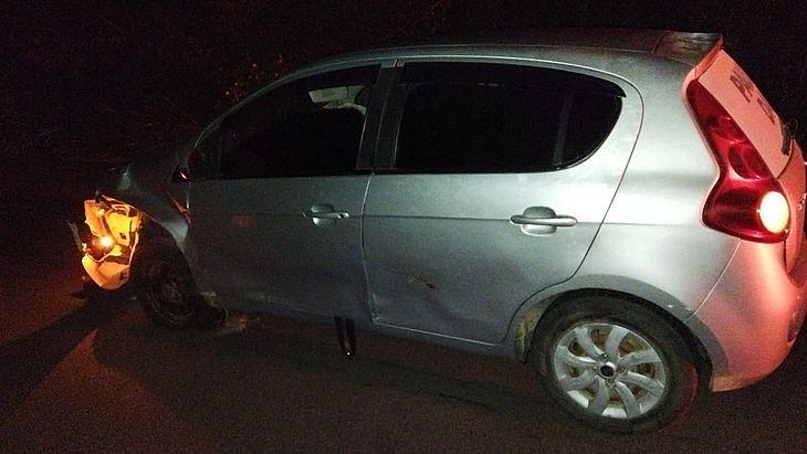 O carro Palio foi abandonado na rodovia