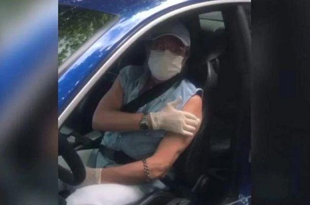 Roberto Carlos é vacinado contra a Covid-19 no Rio de Janeiro