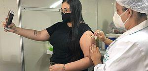 Vacinação em Maceió segue com 1ª, 2ª e 3ª doses neste sábado; saiba quem pode