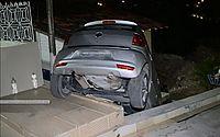 Motorista fez manobra errada e invadiu terraço