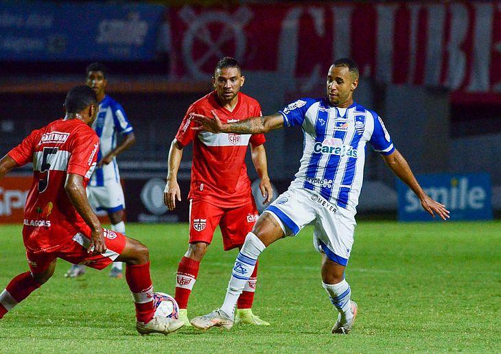 Imagem do clássico no jogo de ida da Série B: Galo venceu por 1 a 0, com gol de Diego Torres