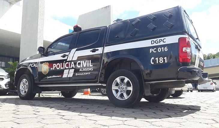 Policiais civis prenderam suspeito após mãe flagrá-lo abusando a própria filha