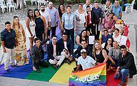 Casais homoafetivos oficializam a união em casamento coletivo em Alagoas