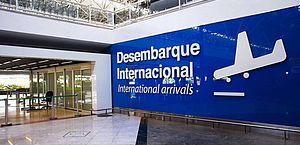 Após suspensão, voo comercial traz brasileiros que vivem em Portugal