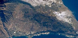 Gás tóxico emitido por vulcão na Espanha deve atingir outros países