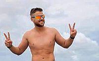 Zé Neto tem foto de sunga removida do Instagram