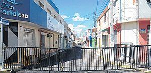 Ruas da cidade de Iguatu no Ceará com bloqueios fixos em regime de lockdown