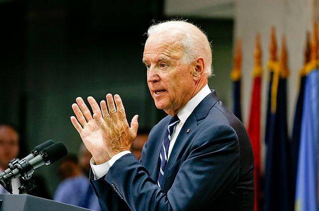 Biden anula medida que proíbe transgêneros nas Forças Armadas