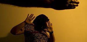 Mãe chama polícia após filho agredir esposa com barra de ferroem Paripueira