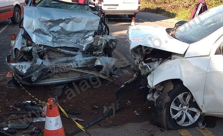 Acidente entre veículos interditou ambas as faixas de rodovia estadual