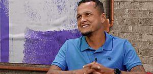 Ex-jogador Souza é vítima de racismo e xenofobia durante transmissão
