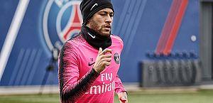 Suspenso, Neymar é liberado pelo PSG e viaja ao Brasil