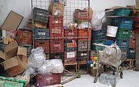 Fiscalização apreende uma tonelada de alimentos estragados em supermercado, em Maceió