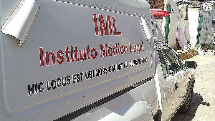 IML esteve no local para recolher o corpo